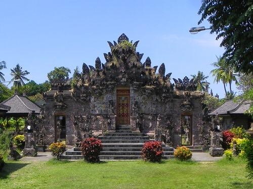 sorglos-reisen-wo-bali-nicht-so-touristisch-ist_pura-beji-mitte-des-tempels