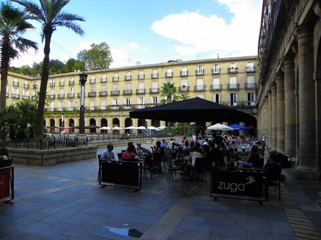 Sorglos Reisen-Was-du-in-Bilbao-Spanien-nicht-verpassen-solltest_plaza-nueva