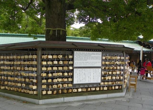 Was-tun-in-Tokio-Von-klassisch-bis-durchgeknallt_Meiji-Jingu-Schrein-holzplaettchen