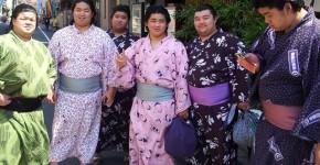Was-tun-in-Tokio-Von-klassisch-bis-durchgeknallt_Sumo-Kaempfer-gruppenfoto