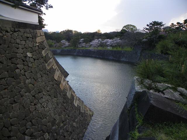 Was-tun-in-Tokio-Von-klassisch-bis-durchgeknallt_imperialer-palast-palastmauern