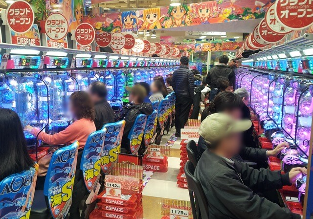 Was-tun-in-Tokio-Von-klassisch-bis-durchgeknallt_pachinko_spielhalle-in-Shibuya