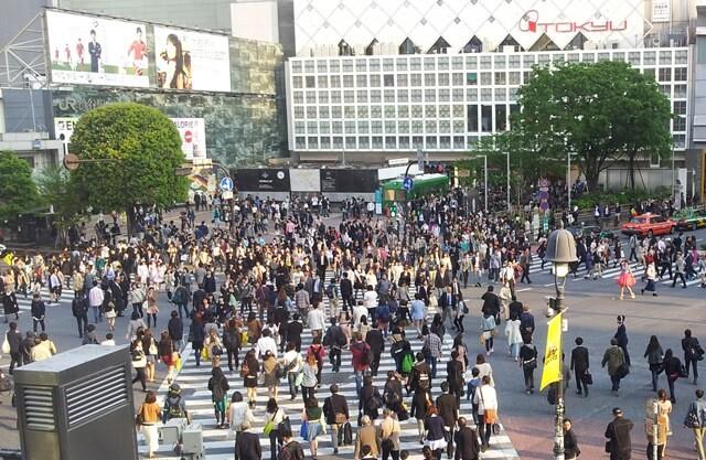 Was-tun-in-Tokio-Von-klassisch-bis-durchgeknallt_shibuya-kreuzung-menschenmassen