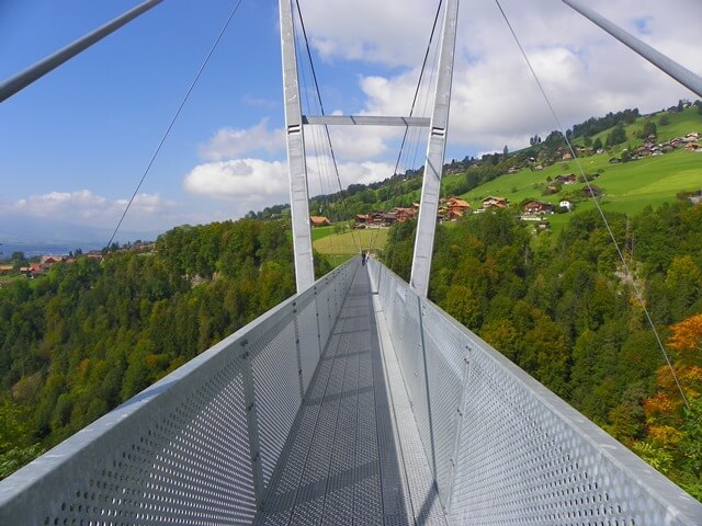Ist-Interlaken-Schweiz-langweilig_sigriswil-haengebruecke