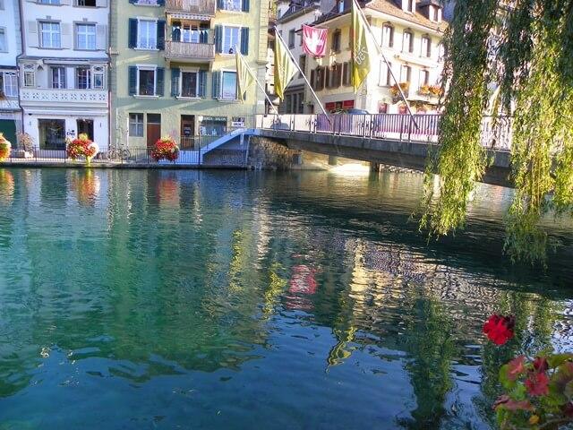 Ist-Interlaken-Schweiz-langweilig_thun-wasser-reflektion