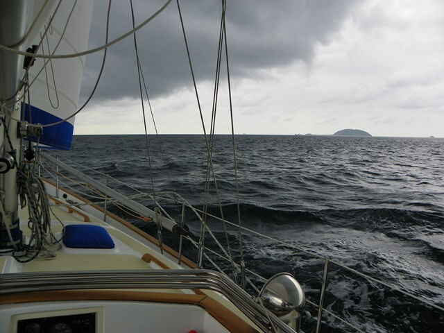 Segeln-in-Thailand-Inselhopping-mit-Stil_raues-Segelwetter