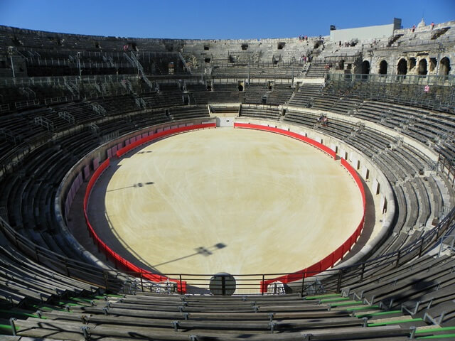 Geniesse-deinen-Suedfrankreich-Urlaub-in-der-Languedoc-Region_Amphitheater-Nimes