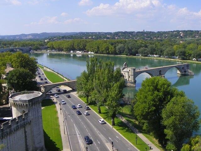 Geniesse-deinen-Suedfrankreich-Urlaub-in-der-Languedoc-Region_Avignon-Bruecke