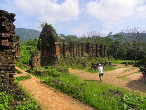 Die schöne Altstadt Hoi An und die kaum dem Dschungel entrissenen Ruinen My Sons machen beide Orte interessant für einen Besuch!