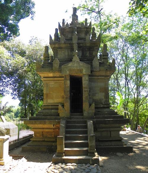 Dieser Artikel bietet ihnen eine Auswahl an Vulkanen, Tempeln und mehr, die sie in West-Java rund um Bandung besuchen können.