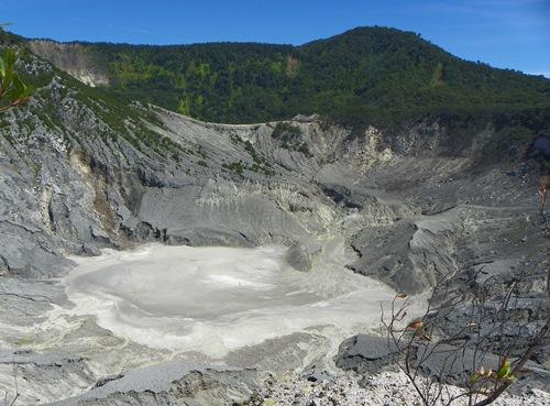 Indonesische Vulkane - Dieser Artikel bietet ihnen eine Auswahl an Vulkanen, Tempeln und mehr, die sie in West-Java rund um Bandung besuchen können.