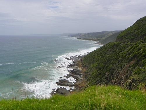 Die Great Ocean Road im Australischen Bundesstaat Victoria mit den zwölf Aposteln, dem Otway Nationalpark und weiteren Attraktionen ist ein unvergessliches Reiseerlebnis.
