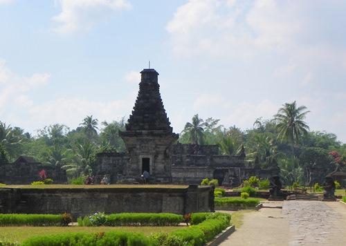 Fühlen sie sich als Entdecker und besuchen sie den Penataran-Tempel und Singosari-Tempel in Ost-Java! Zwei echte Geheimtipps!