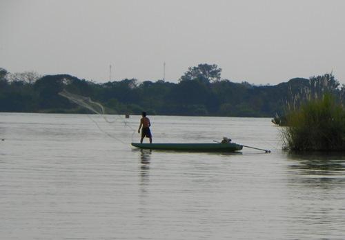 viertausend Inseln Laos - Si Phan Don im Süden von Laos ist eine der vielen wunderschönen Flusslandschaften, die der Mekong geschaffen hat. Erfahren sie mehr in diesem Artikel.
