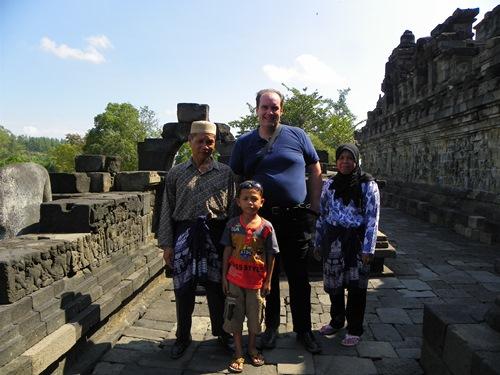 Planst du gerade deinen Indonesien-Urlaub? Du solltest auf keinen Fall die indonesische Insel Java auslassen. Dieser Artikel bietet dir über 20 Optionen für das Erstellen einer Reiseroute für Java inklusive Karten!