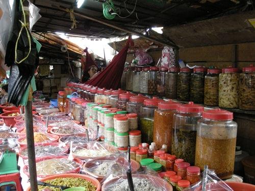 Sie wissen nicht, was Sie in Kambodscha essen sollen, oder welche Speisen Sie auf keinen Fall auslassen dürfen? Hier finden Sie Hilfe. Probieren Sie die besten 5 Kambodschanischen Gerichte!