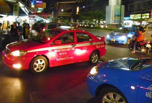 Bangkok Taxi Abzocke - Hier erfahren sie einen der aktuellsten Tricks, wie sie in Bangkok beim Benutzen eines Taxis ab Flughafen eine Abzocke erleben könnten!