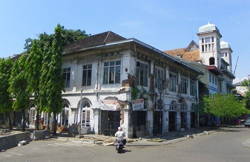 Obwohl viele sagen, dass Jakarta nichts Spezielles zu bieten hat, gibt es dennoch ein paar sehenswerte Attraktionen, z.B. ein tolles Café. Lesen sie selbst!