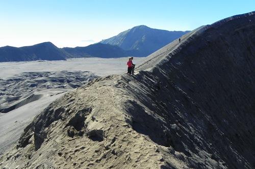 Vulkan-Boarden-macht-Spass_auf-der-kraterwand