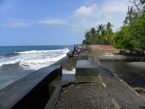 Die an Tempeln reiche Insel Bali ist leider von Touristen überrannt! Dieser Artikel zeigt ihnen, wo es entspannter zu und her geht: Am Lovina Strand im Norden Balis!