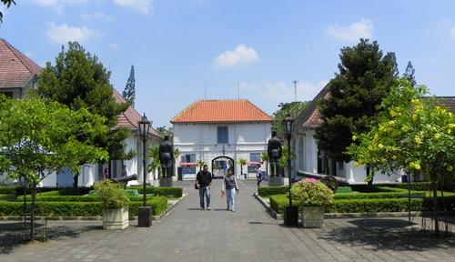 Yogyakarta eignet sich bestens als Basis für den unabhängig Reisenden, um die umliegenden Attraktionen zu besuchen. Doch es hat auch selbst einiges zu bieten!