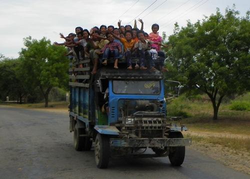 bagan-waving-children 100 1507